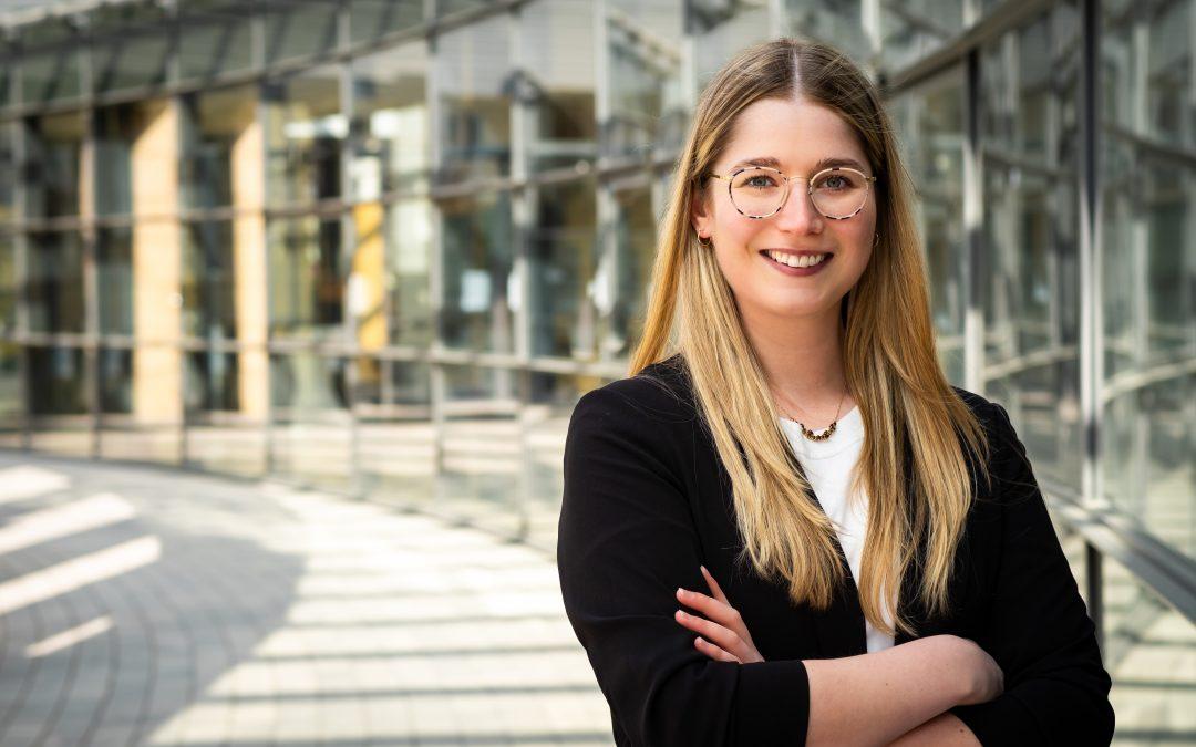 Lena Werner, die Kandidatin der SPD für den deutschen Bundestag (Wahlkreis 202) vor Ort: